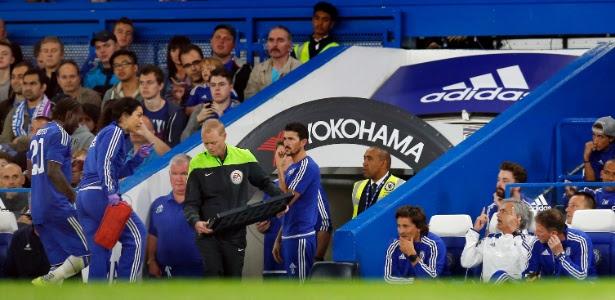 A médica Eva Carneiro e o técnico José Mourinho em treino do Chelsea