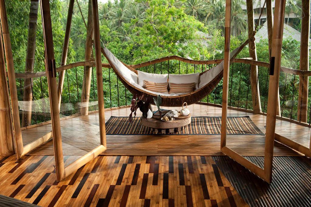 Deixou uma carreira bem sucedida para construir casas sustentáveis de bambú em Bali 06