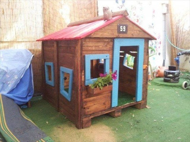 Pallet Playhouse for Kids from Reclaimed Wood