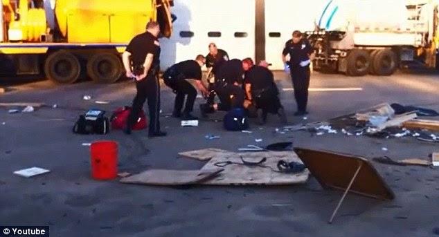 Συνελήφθη: Στο τέλος, χρειάστηκαν επτά αστυνομικούς να τον πάρει υπό έλεγχο μετά από back up ονομαζόταν