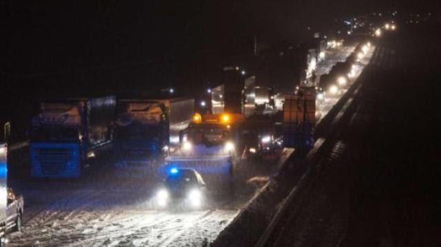 Τα εκχιονιστηκα στο Erzgebirg μείνανε  το βράδυ  σε συνεχή εγρήγορση