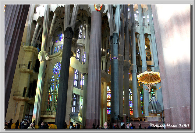 9 interior Sagrada Familia