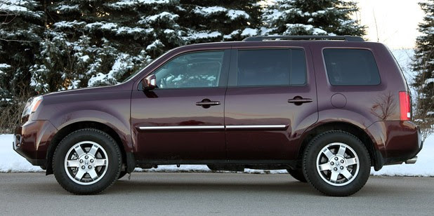 2011 Honda Pilot 4WD Touring side view