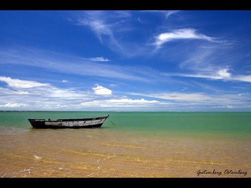 Anchored in Calm Waters / Ancorado em Águas Mansas / Foto no The World's Best Photos of Blue and Ocean