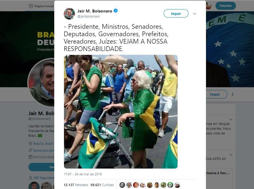 Resultado de imagem para Foto postada por Bolsonaro é antiga, a velhinha morreu em 2018