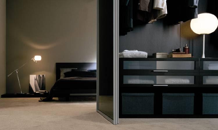 http://www.walkinwardrobestore.co.uk/walkin_wardrobes_images/walkin_wardrobes_sample.jpg