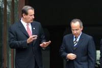 Fox y Calderón en Los Pinos. Foto: Miguel Dimayuga