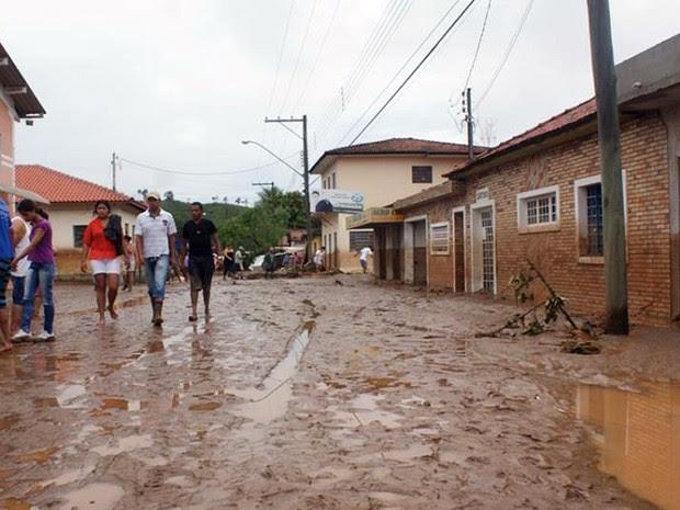 Temporal deixou mortos e desaparecidos em Itaóca, no Vale do Ribeira, interior de São Paulo (Foto: Gilmar dos Santos Araujo / VC no G1)