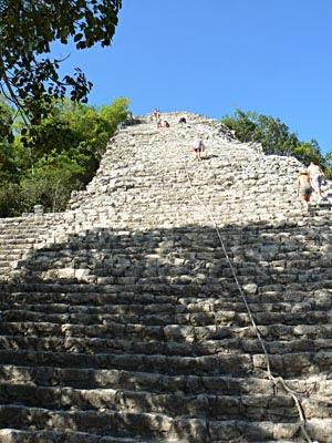 pyramide coba.jpg