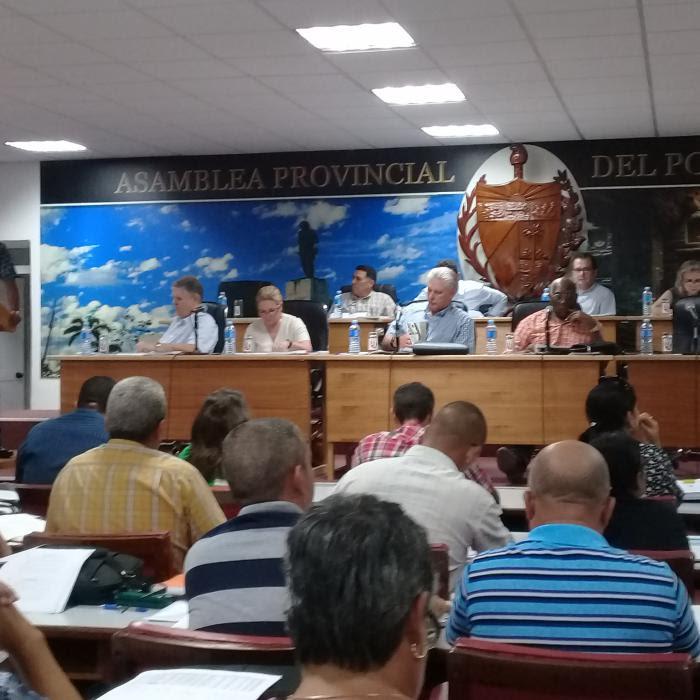 El presidente Miguel Díaz-Canel Bermúdez, Salvador Valdés Mesa, primer vicepresidente de los Consejos de Estado y de Ministros y el Comandante de la Revolución, Ramiro Valdés Menéndez,