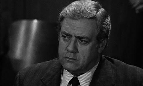 Raymond Burr en el papel de Perry Mason