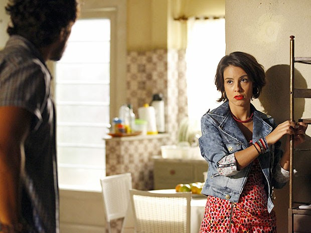 Valéria se vê pressionada por Josué (Foto: Amor Eterno Amor/TV Globo)