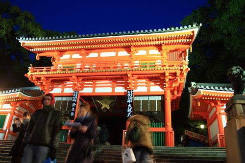 The huge red gate of Yasaka Shrine