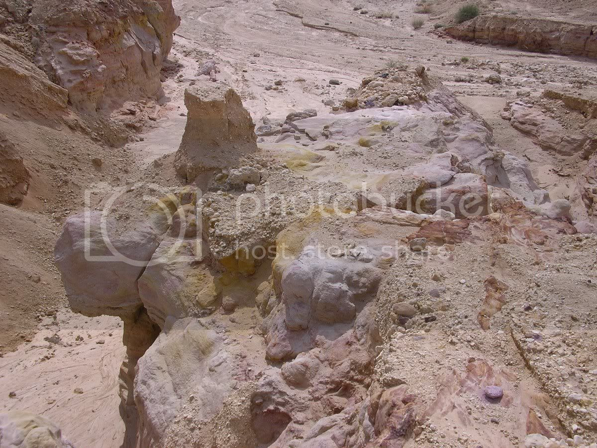 חולות צבעוניים במכתש הקטן