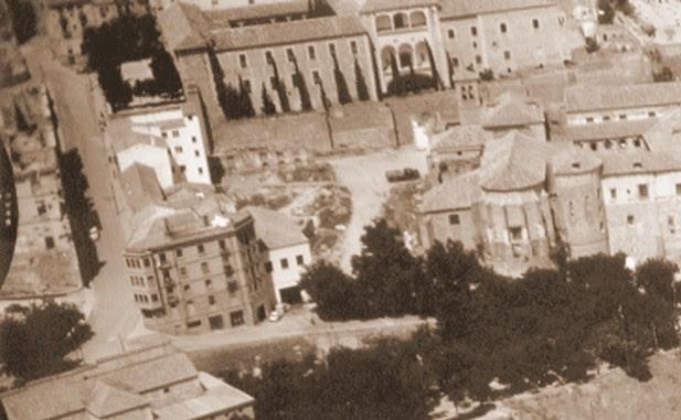 Construcción de garajes donde se levantara el Mesón del Sevillano. Mediados del siglo XX