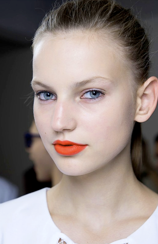 LE FASHION BLOG BEAUTY POST BRIGHT MATTE LIPS Richard Nicoll Max Factor velvety Elixir Lipstick Bewitching Coral BRIGHT ORANGE CORAL LIPSTICK EYELINER CLEAN SKIN PONYTAIL 1 photo LEFASHIONBLOGBEAUTYPOSTBRIGHTMATTELIPS1.png