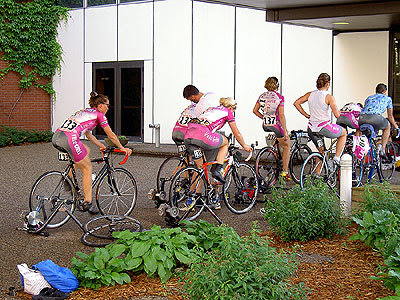 Velo Girls warm up