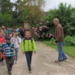 Les élèves de CE1 et de CE2 de Bey en visite aux ruchers des Marlots
