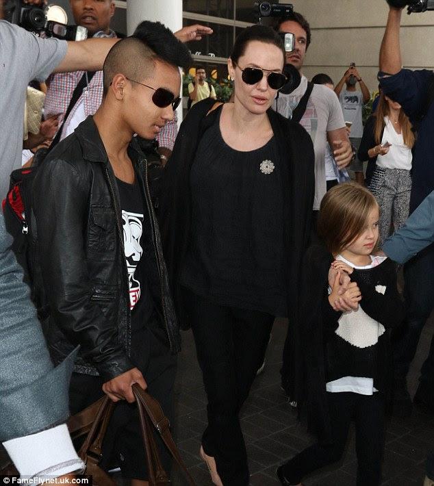 Berita Film - Angelina Jolie Akan Bermain Film Bersama Anaknya