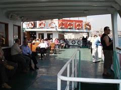Di Atas Ferry Dari Jetty Eminonu ke Jetty Harem, Menyeberangi Selat Bosphorus, Istanbul, Turkey