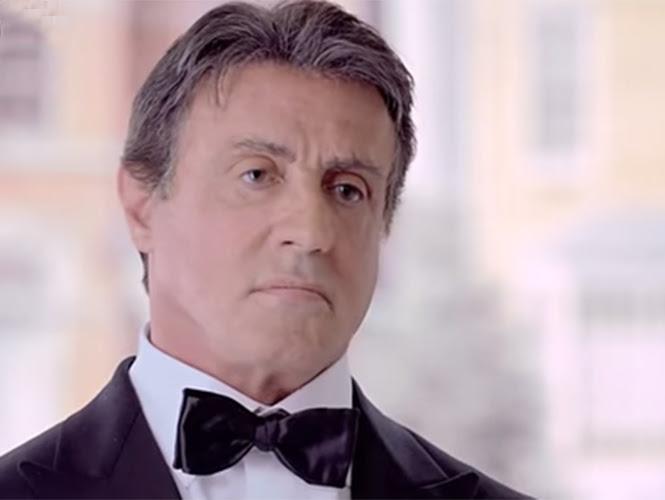 Stallone cierra cada comercial con la frase: Te hace falta ver más box, para motivarlos a sacar el carácter que llevan dentro, y que refleja la esencia de la marca. (YouTube)