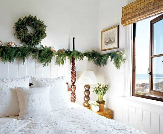 Cozy Cottage Christmas Rooms with Simple Beach Decorations amp; Greenery