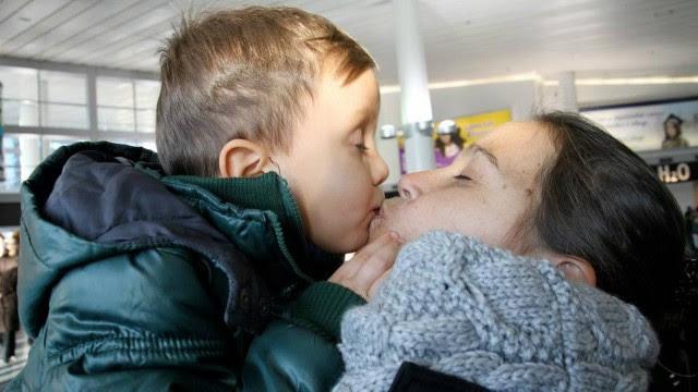 A ex-BBB com o filho, Henri