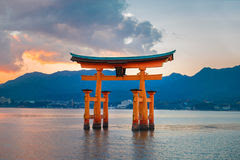 great-floating-gate-o-torii-miyajima-isl