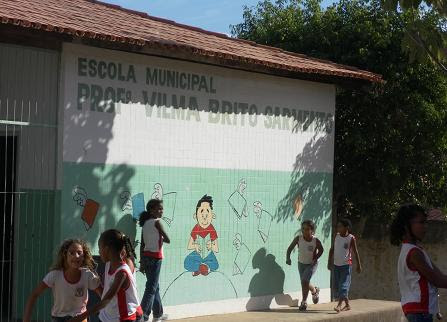 Técnica da Vigilância Sanitária Municipal esteve na escola desfazendo o temos de que outras crianças fossem acometidas pela doença