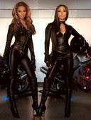 Jennifer Lopez & Beyonce Monos Ceñidos De Cuero Con Botas