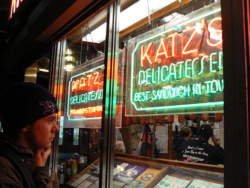 paul devant Katz's.jpg