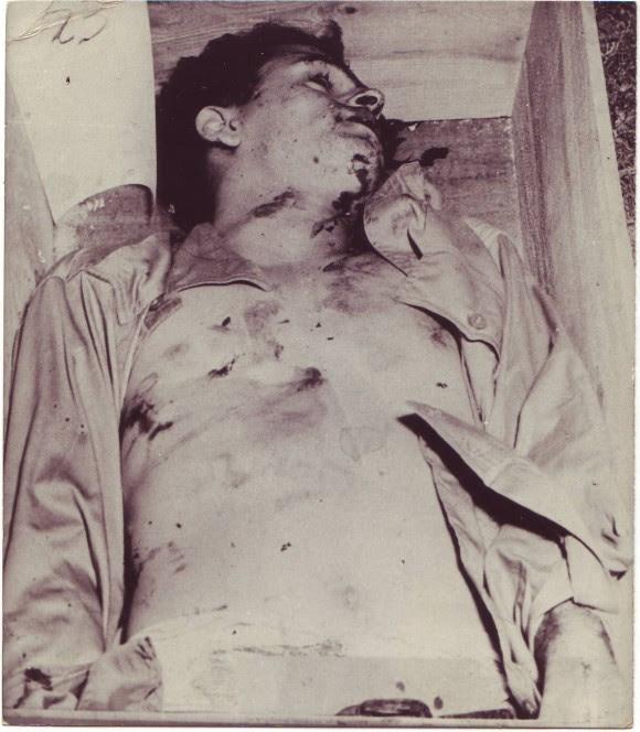 Raúl Gómez García fue vilmente asesinado después de las acciones del 26 de julio de 1953. Su camisa intacta delata el crimen cometido por las fuerzas batistianas. Foto: Archivo del Autor/Cubadebate