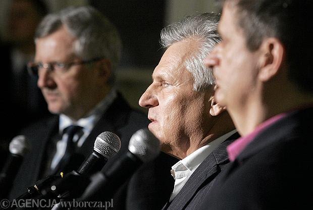 Europoseł Marek Siwiec , były prezydent Aleksander Kwaśniewski i lider RP Janusz Palikot podczas konferencji prasowej - występują pod szyldem wspólnej inicjatywy politycznej ''Europa Plus''