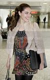 Hollywood Actresses - Actress Kelly Brook at Airport