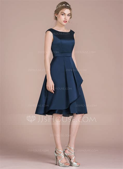 A Line/Princess Scoop Neck Knee Length Satin Bridesmaid