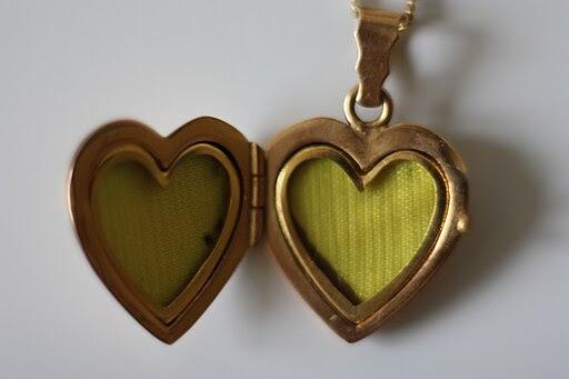 Medaillon in Herzform ohne Fotos 20091116 002