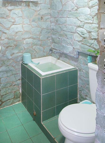 desain kamar mandi sederhana dan murah keramik - Desain ...