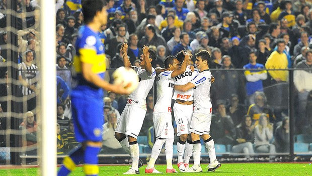 Romarinho comemora gol do Corinthians contra o Boca Juniors (Foto: Marcos Ribolli / Globoesporte.com)