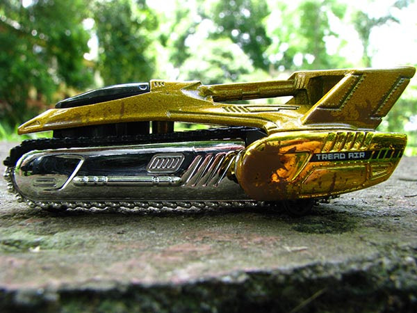 Hot Wheels Tread Air lateral