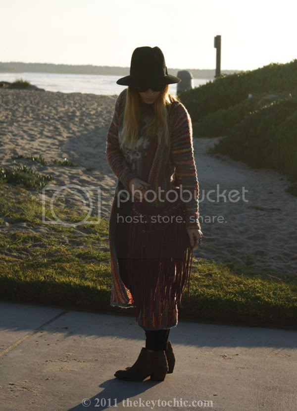 Forever 21 maxi sweater, Steve Madden Hamptinn  boots, fringe handbag, Los Angeles fashion blogger