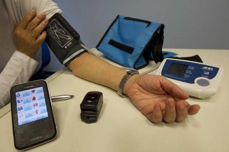 Equipo monitorización a domicilio de de Osakidetza (PDA, tensiómetro y pulsioxímetro). | Mixti.