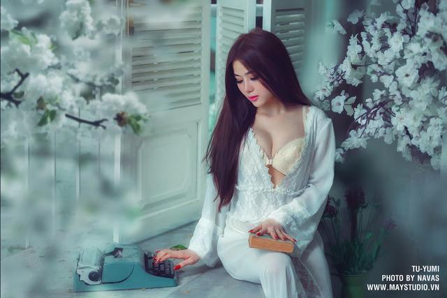 Hot girl Tú Yumi khoe ngực khủng gây kích thích 2
