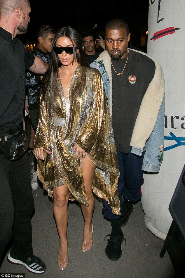 Planos em movimento?  Uma van em movimento foi batida em uma propriedade do Bel Air, Kim Kardashian e Kanye West, na quarta-feira.  Os dois foram arrebatados em Paris 29 de setembro, antes de Kim ser roubado em gunpoint dias depois