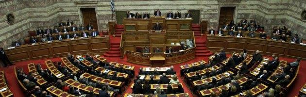 Grecia 'spolpata' ancora dalla casta: Fondazione Camera costa 2,5 milioni
