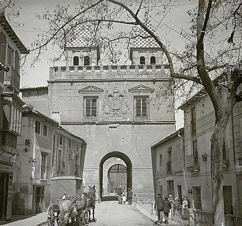 Puerta de Bisagra (Toledo) a principios del siglo XX