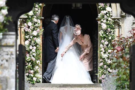 Pippa Middleton Wedding: Kate Middleton Wears Pink Dress