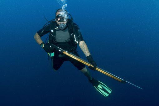 Βρέθηκε σώος ο ψαροντουφεκάς