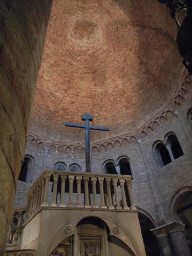 DSCN4880 _ Basilica Santuario Santo Stefano, Bologna, 18 October