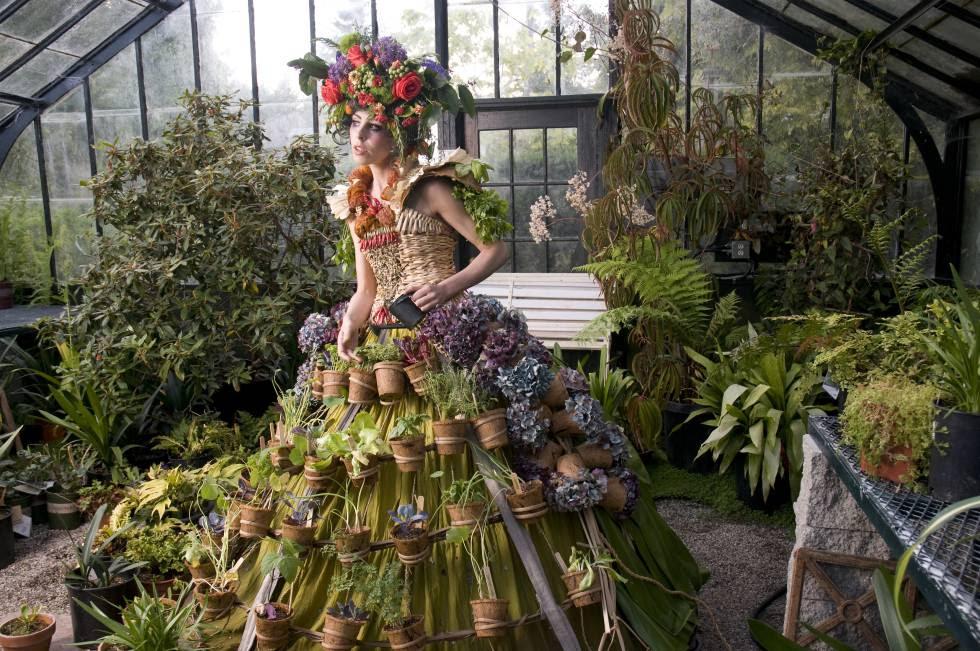 'Mobile Garden Dress', de Nicole Dextras (2011), que se exhibe en el MUSAC.