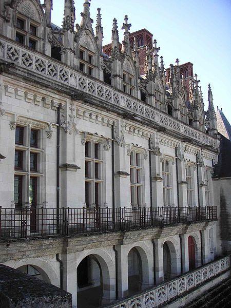 File:Façade vue de la Loire Château d'Amboise.JPG
